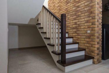 Чем облицевать лестницу в доме?