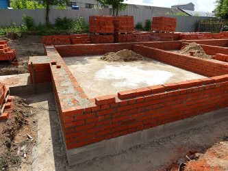 Заливка фундамента под кирпичный дом