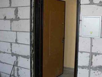 Установка металлической двери в пеноблок