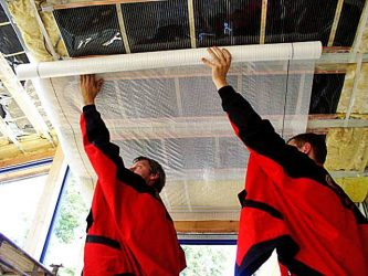 Пароизоляционная пленка как правильно укладывать на потолке?